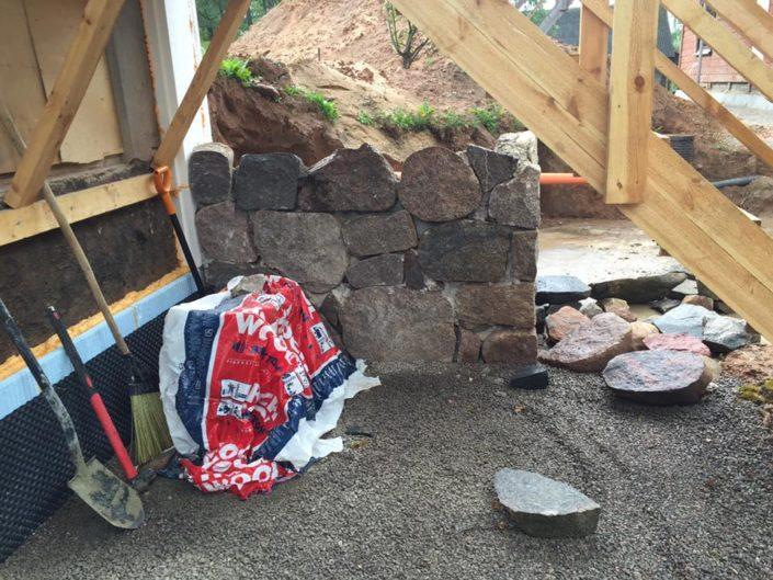 Maakivist müüri ja trepi ehitus
